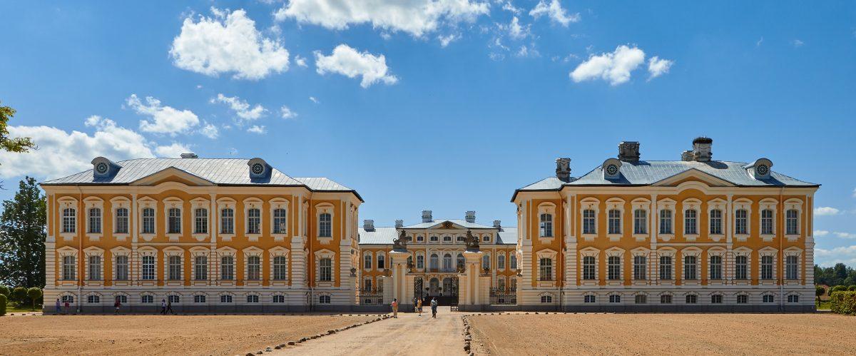 rundale-palace-riga-latvia-exterior