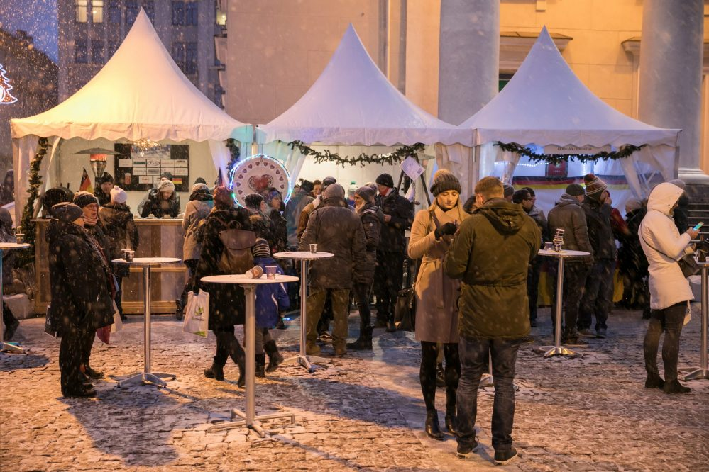 people drinking hot wine on the christmas market in vilnius