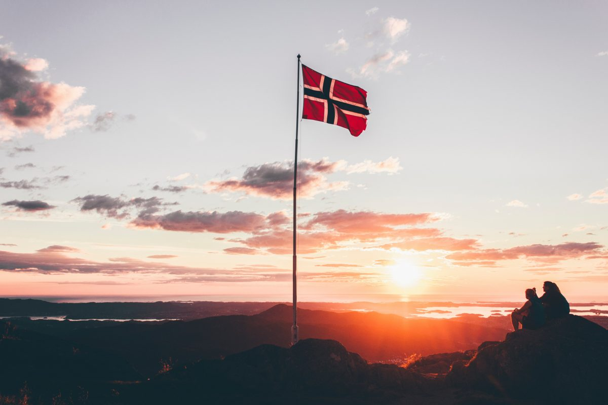 norway-oslo-bergen-alesund-norwegian-flag
