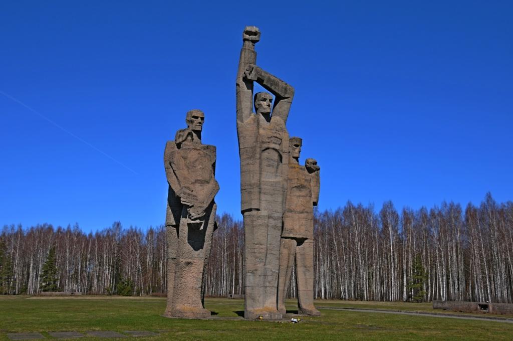 Huge concrete statue of four men in Riga Salaspils Memorial