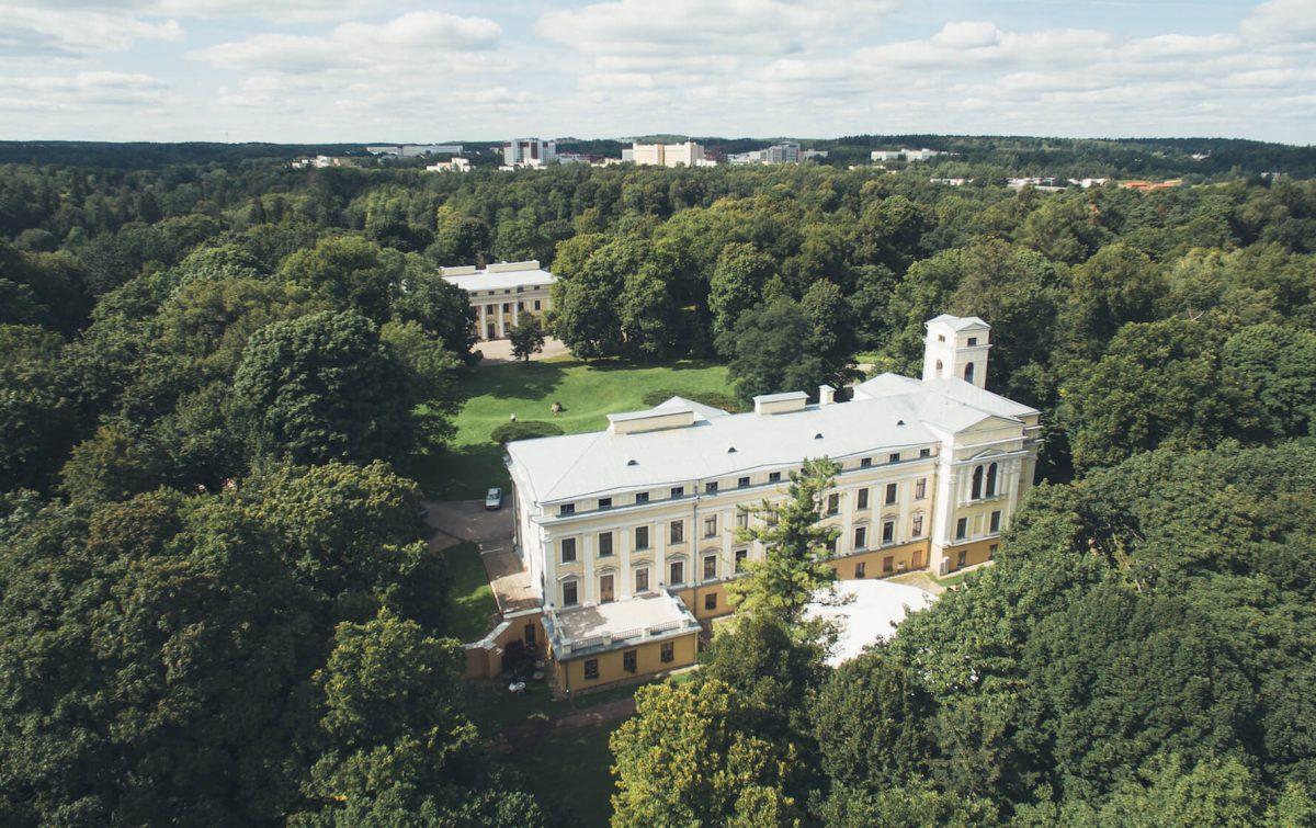 Verkiai Palace among green trees